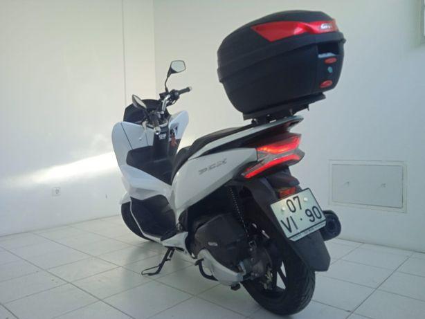 Moto Pcx com 1 ano e 3 meses de garantia