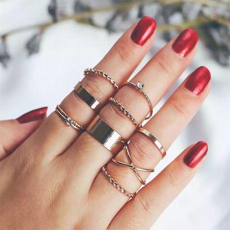 Zestaw 9 pierścionków w kolorze złotym komplet