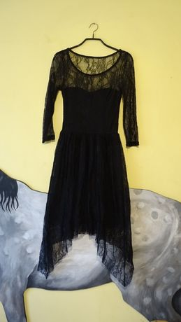 Piękna sukienka koronkowa delikatna czarna plecy xs s asymetryczna