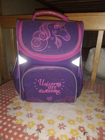 Школьный рюкзак,ранец