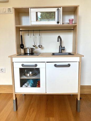 Cozinha de brincar IKEA com diversos acessorios