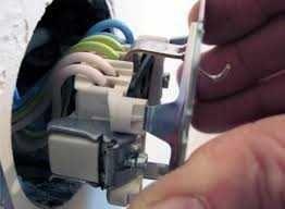 Встановлення та підключення розеток  вимикачів
