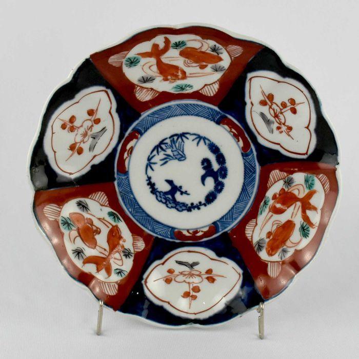 Prato porcelana japonesa com decoração Imari; Período Meiji – séc. XIX