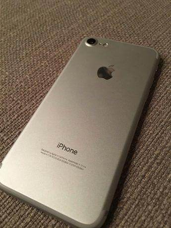 Продам Apple iPhone 7 телефон.
