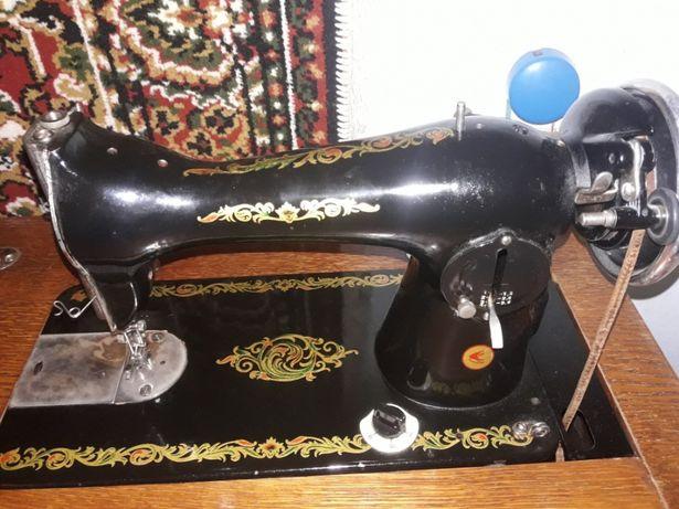 Швейная машинка (ножная)