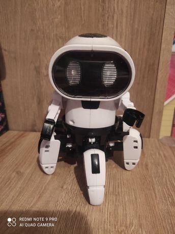Robot Gra świeci i chodzi