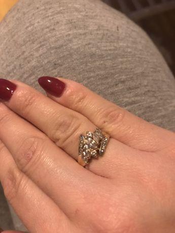 Złoty pierścionek 585 ponad 3gramy zaręczynowy rozmiar 11 cyrkonie
