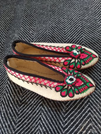 Kapcie góralskie pantofle buty kołcony