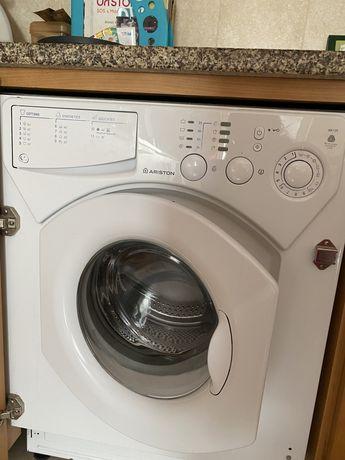Maquina de lavar roupa ARISTON de encastre