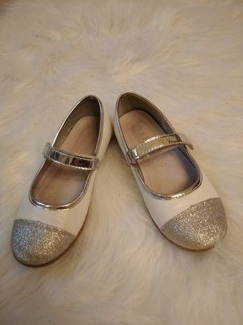 Balerinki białe srebrne błyszczące eleganckie zapinane na rzep
