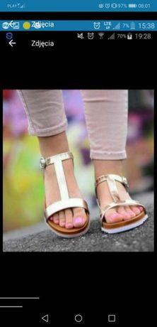 Złote modne sandały