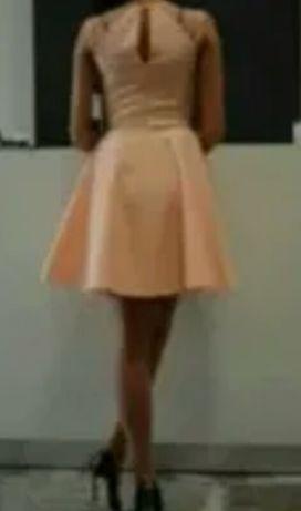 Piankowa sukienka Mani Festo