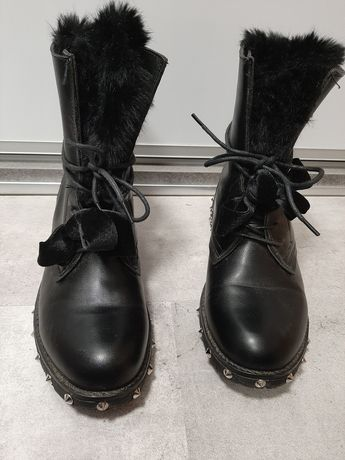 Czarne wysokie buty za kostkę ocieplane