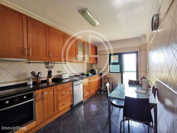 Apartamento T2 situado em Faro, perto dos supermercados A...
