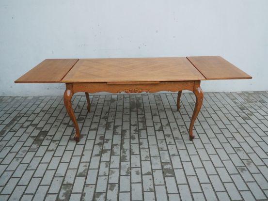 Rzeźbiony rozkładany stół ludwikowski 667