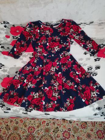 Яскраві красиві сукні
