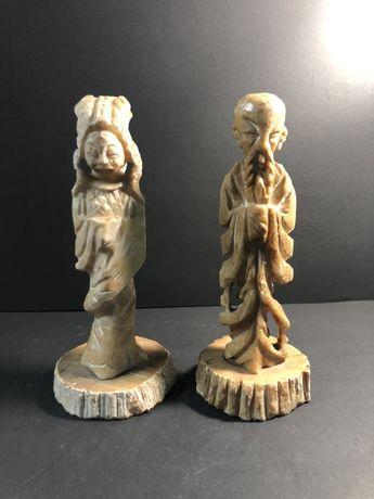 Duas escultutas rm pedra de sabão