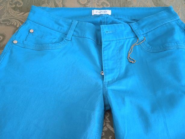 Брюки-джинси, літні, бірюзового кольору, нові, size 28