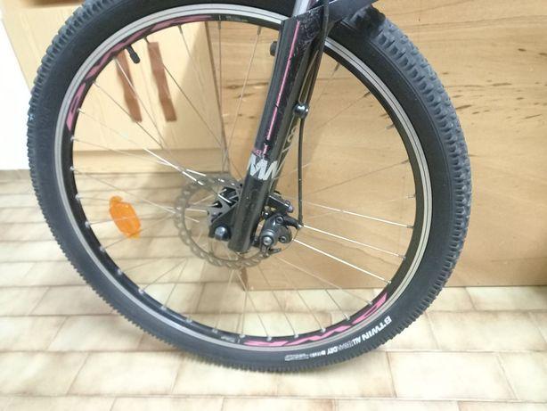 bicicleta Btwin 500 é muito confortável de pilotar e pesa apenas 14 qu