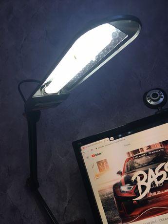 Продам настільний світильник