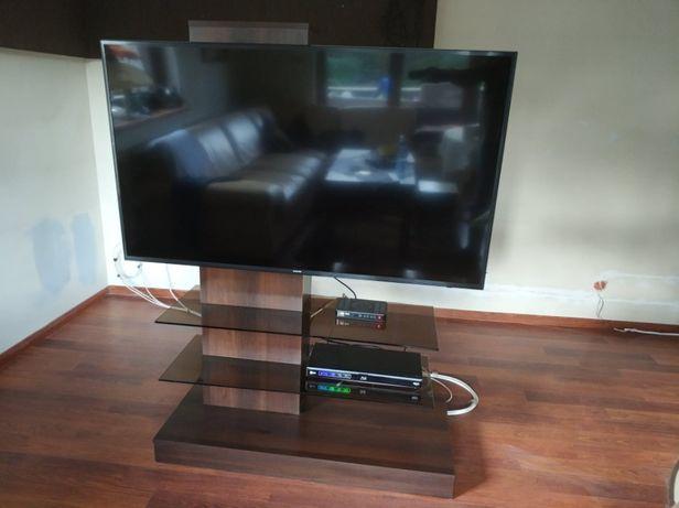 Stylowy stolik telewizyjny wraz z półkami na DVD