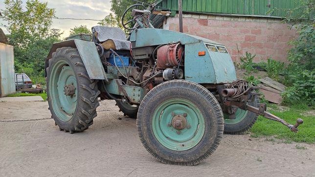 Повністю готовий до роботи трактор на базі т-25