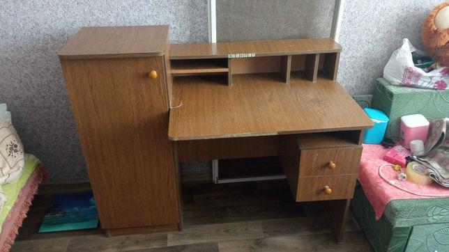 Письменный стол для уроков