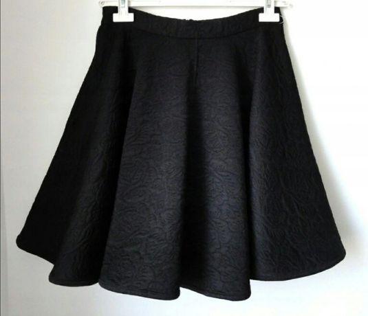 VERO MODA spódnica rozkloszowana 38-40 czarna tłoczony wzór
