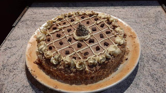 Пеку киевский торт  в Одессе