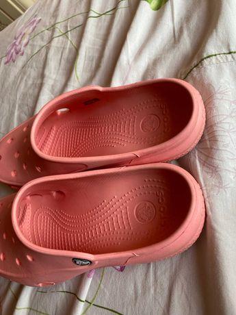 crocs персикового цвета