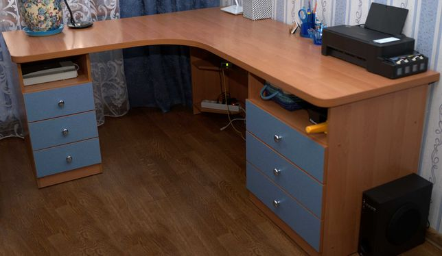 Продам письменный компьютерный стол