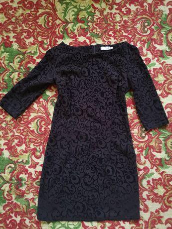 Красивое платье шоколадного цвета с велюровыми узорами