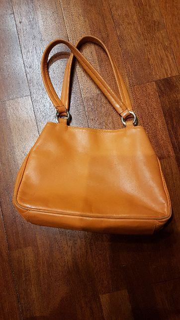 Pomarańczowa torebka Batyckiego na ramię