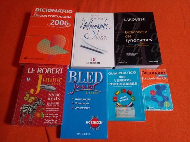 Vendo dicionários usados