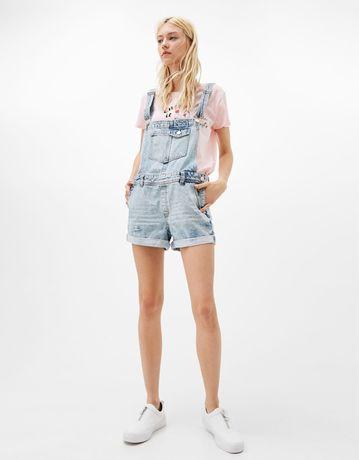 Jeansowe ogrodniczki Bershka must have dżinsowe szorty krotki kombinez
