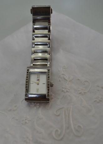 Relógio Tommy Hilfiger com cristais
