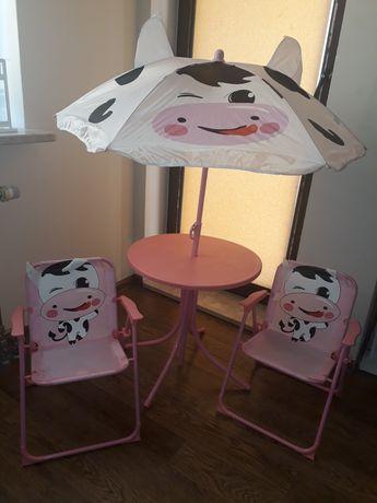 Stolik z krzesełkami i parasolką dla dziecka