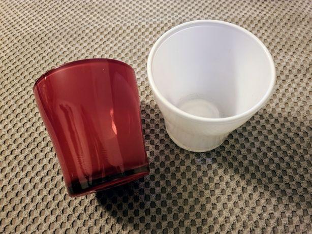 Dwie szklane osłonki na doniczkę, biała i czerwona, 8,5 x 8 cm