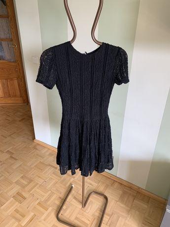 Koronkowa mała czarna sukienka Orsay M