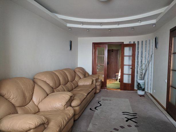 Сдаю роскошную трёхкомнатную квартиру по ул. Булгакова 18, Борщаговка!