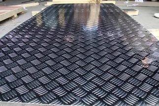 Лист алюминиевый рифлённый квинтет 2.0х12500х2500 мм 1050Н24