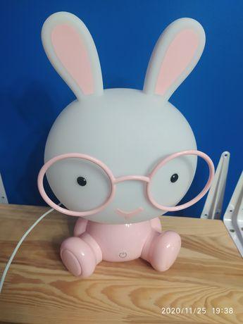 Lampka królik w okularach