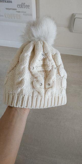 Теплая шапка с помпоном и камушками 4-6 лет
