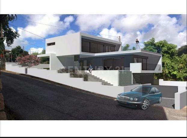 Terreno Urbano com 720 m2 p/ construção Moradia Familiar em Lourel - S