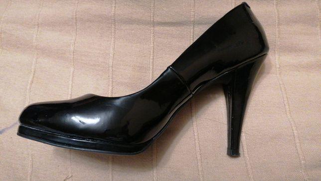 Туфли на каблуке 39-40 разме