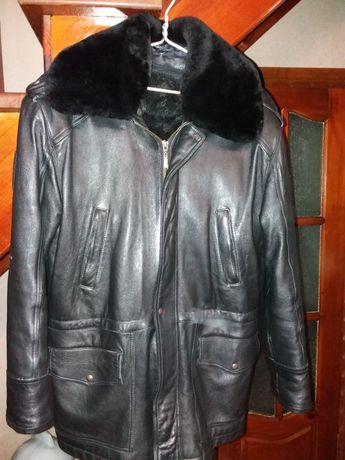 Куртка кожаная с меховой подкладкой.