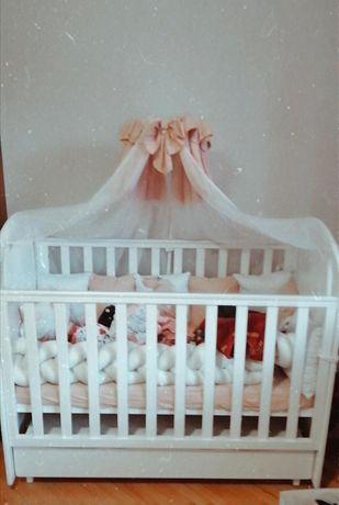Детская белая кроватка+матрас+постельное белье