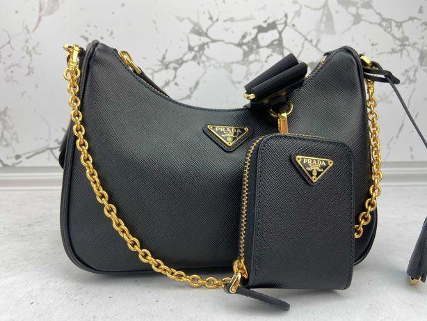 Сумка кожаная Prada Re-Edition 2005 Saffiano leather bag черная