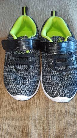 Фирменные кроссовки на мальчика