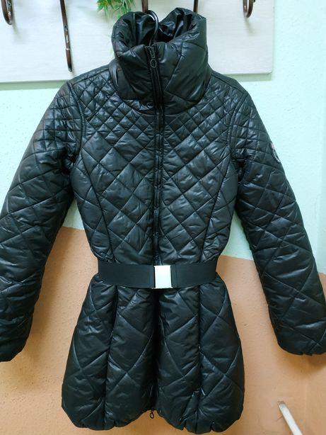 Стильная демисезонная куртка пальто р.S
